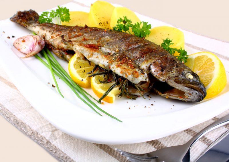 рецепт форели с море продуктами запеченые в духовке