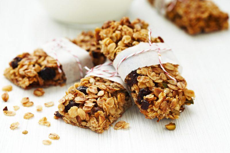 Изображение рецепта Шоколадные батончики с фисташками и курагой
